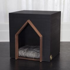 Beau Dog House by Kelly Wearstler Luxury Dog House, House Dog, Cool Dog Houses, Dog Furniture, Pet Home, Animal House, Pet Accessories, Dog Supplies, Dog Bed