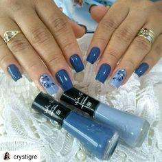 "219 curtidas, 8 comentários - Blog da Simone (@nailsweekend_by_nina) no Instagram: ""Boa tarde meninas Esmaltes ""maré cheia"" e ""mar tranquilo"" da @vult_cosmetica By: @crystigre…"" Green Nails, Blue Nails, Blue Nail Designs, Flower Nail Art, Pretty Nail Art, Summer Nails, Hair And Nails, Beauty Hacks, Hair Beauty"