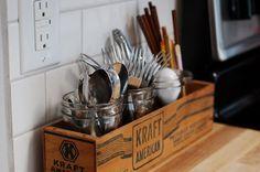キッチンカトラリーもこんな可愛らしいウッドボックスにまとめれば… キッチンのアクセントになりますね♪