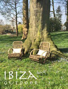 Leuke foto ontvangen van een klant uit Voorschoten met onze rotan lounge stoelen, staat erg leuk in deze tuin! bij interesse graag even mail naar ibizaoutdoor@gmail.com ook voor een afspraak in de loods. vr gr Mees