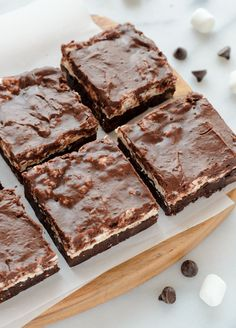 Mississippi Mud Bars taste just like classic Mississippi Mud Pie, but in easy bar form! A decadent double chocolate brownie with marshmallows and fudge.
