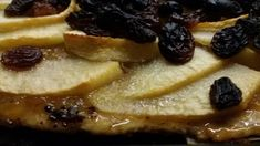 """odor di pane: Crostata di mele con pasta matta Pasta matta del mitico """"Artusi""""....la pasta piu' dietetica che esista, solo acqua, farina e sale.... per mantenere un certo rigore ho pensato bene di sfruttare lo zucchero presente nelle mele e nell'uvetta, pertanto in questa crostata non esiste zucchero aggiunto, e vi posso assicurare che è molto buona ugualmente!"""