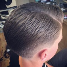 Classic layered cut using #schorem #reuzel #teddyedwards #barber #barberlife #britishbarber #barberpole #tedwardseffect #uppercutdeluxe #barbershop #brighton #pomp #nastybarbers #brightonbarber #brightonandhove #ukbarber #style #sweetyobro #skinfade #hove #haircut #clippercut #wahl #wannabeinmygang #britishmasterbarbers #thebarberpost #osterpro #barberconnect #barberfollowback #pompadour @uppercutdeluxe @wahlnationuk @wahlpro @osterpro @schorembarbier