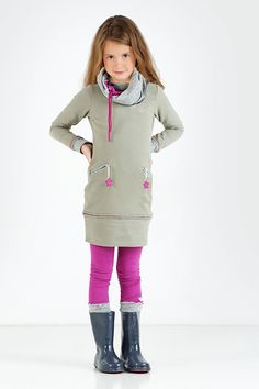 Mooie aansluitende basic meisjesjurkjes shop je online bij TOPitm kinderkleding.