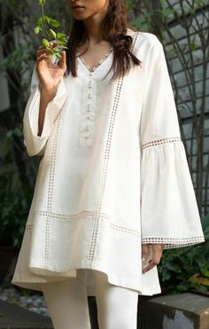 Kurta Designs Women, Kurti Neck Designs, Kurti Designs Party Wear, Dress Neck Designs, Stylish Dress Designs, Stylish Dresses For Girls, Casual Dresses, Girls Dresses Sewing, Simple Pakistani Dresses