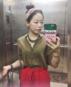 #20170829 #쌩쌩눈주의 #눈썹좀진하게그릴걸  #hanyou_outfit 뭔가 @aureta처럼 입었던 날 ㅋㅋ 윱어머니가 사주신 귀걸이 바로 담날 착용하고 ㅎㅎ 그나저나 폰케이스 바꿀 때 된 둣 .