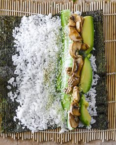 tamari mushroom nori rolls You are in the right place about Sushi bowl Here we offer you the most beautiful pictures about the Sushi ingredients you are looking for. When you examine the tamari Healthy Snacks, Healthy Eating, Healthy Nutrition, Vegetarian Recipes, Healthy Recipes, Vegan Dishes, Vegan Life, Aesthetic Food, Going Vegan