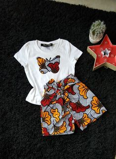 "Ankara girl set - - This tee shirt and shorts set will delight your little princess. Its bow gives elegance to the outfit - Fabric wax ""wedding flower"" - Elastic at the waist - Butterfly fabric wax embroidered on the tee shirt. Baby African Clothes, African Dresses For Kids, African Print Dresses, Dresses Kids Girl, African Kids, Girls, Indian Dresses, African Fashion Ankara, Latest African Fashion Dresses"
