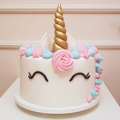Bolo Unicórnio, um clássico do Bolos da Cíntia, em uma versão um pouco diferente: com crina azul e rosa, tons bebê. Do jeitinho que a aniversariante @heli.muniz pediu! .   Orçamentos e encomendas:   E-mail: contato@bolosdacintia.com   Whatsapp: (11) 96882-2623  .  #bolosdacintia #bolodeunicornio #bolounicornio #unicornio #unicorn #unicorncake #cakedecorating #bolo #bolodecorado #unicornlove #unicorns #cakeboss #cake #cakes #fofura #love #joy