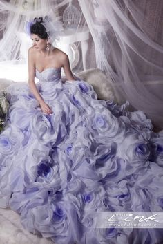 20 Utterly Romantic Ruffled Wedding Dresses You Will Love! Elegant Dresses, Nice Dresses, Bridal Gowns, Wedding Gowns, Beauty And Fashion, Pink Fashion, Fashion Women, Fantasy Dress, Purple Wedding