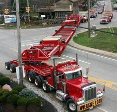 Peterbilt custom 379 heavy haul making a tight turn Big Rig Trucks, Semi Trucks, Cool Trucks, Custom Big Rigs, Custom Trucks, Monster Trucks, Large Truck, Road Train, Peterbilt Trucks