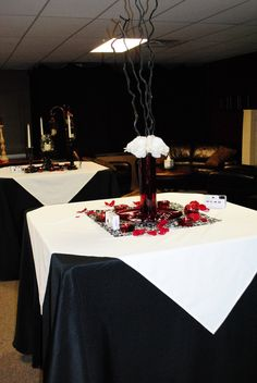 Red, black & white wedding table  #Black & White wedding receptions ... Wedding ideas for brides, grooms, parents & planners ... https://itunes.apple.com/us/app/the-gold-wedding-planner/id498112599?ls=1=8 … plus how to organise an entire wedding, without overspending ♥ The Gold Wedding Planner iPhone App ♥