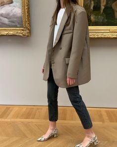 Like a Girl Boss - 10 Looks mit Blazer und Sneakers - Deutsche Kleidung Mode Blazer Outfits, Jean Outfits, Casual Outfits, Blazer Dress, Dress Outfits, Fashion Mode, Look Fashion, Winter Fashion, Fashion Beauty