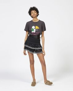 Are you looking forT SHIRT Women by Isabel Marant? Find out all the details on our official online store and shop now your fashion icon. Isabel Marant, Online Clothing Stores, Shirt Dress, T Shirt, Printed Cotton, Style Icons, Sequin Skirt, Model, Outfits