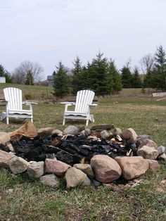 rock fire pit...Just need the husband to lift the rocks ;)