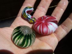 Santa Cruz Sea Glass - Excellent sea glass site.