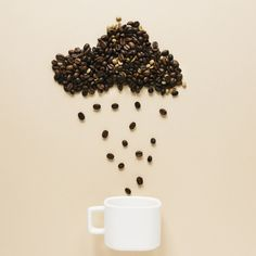 Cup with coffee beans cloud Coffee Shot, Coffee Cafe, Coffee Drinks, Coffee Truck, Starbucks Coffee, Pc Photo, Photo Cup, Coffee Photography, Food Photography