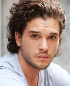 cheveux long homme look tendance coupe cheveux homme mode - Game of thrones - Hair And Beard Styles, Curly Hair Styles, Kit Harington, Kit Harrington Hair, Curly Hair Men, Boy Hairstyles, 1940s Hairstyles, Wedding Hairstyles, Grunge Hair