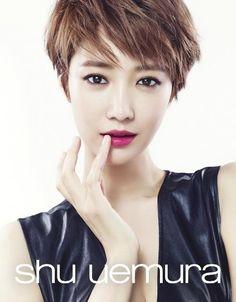 Go Jun Hee takes on bold autumn makeup for 'Shu Uemura' Pixie Hairstyles, Pixie Haircut, Cool Hairstyles, Pinterest Hairstyles, Haircuts, Asian Short Hair, Short Hair Cuts, Korean Makeup Brands, Very Short Bangs