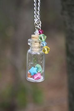 Articoli simili a Rainbow Star Bottle Necklace su Etsy Bottle Jewelry, Bottle Charms, Bottle Necklace, Bottle Art, Jar Crafts, Cute Crafts, Resin Crafts, Mini Glass Bottles, Small Bottles