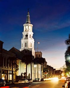 Venture out on a #roadtrip to the stunning city of Charleston, #SouthCarolina this summer and wander through the beautiful streets, enjoy the perfect weather and most importantly, indulge in the barbeque food!