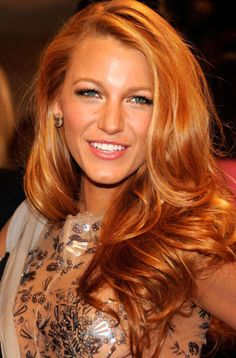 Blake Lively Hairstyles of Spring & Summer: Loose waves, ponytails, side sweeps
