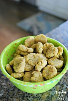 Catnip Cat Treats | Homemade Cat Food Recipes | The Best Healthyand Inexpensive DIY Food For Your Pet  http://pioneersettler.com/homemade-cat-food-recipes/