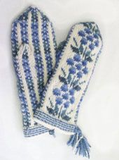 Mittens representing the county of Kainuu Fingerless Mittens, Knit Mittens, Knitted Gloves, Knitting Socks, Hand Knitting, Double Knitting Patterns, Knitting Stitches, Crochet Patterns, Wrist Warmers