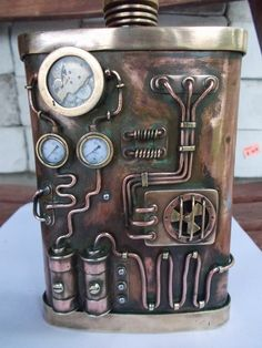 steampunk flask: I obviously need this. Chat Steampunk, Arte Steampunk, Steampunk Top Hat, Style Steampunk, Steampunk Crafts, Steampunk Gadgets, Steampunk Clock, Steampunk House, Steampunk Design