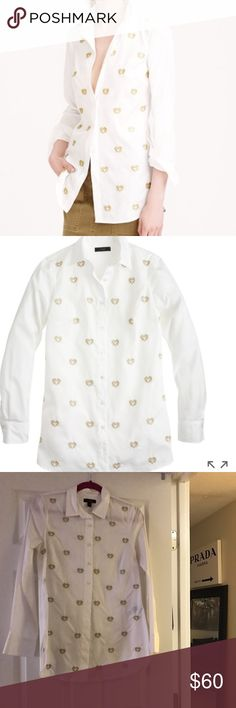 J. Crew Bullion hearts shirt A crisp white shirt gets a little extra love with hand-embroidered gold bullion hearts. Cotton. Long roll-up sleeves. excellent user condition recently dry cleaned and ready for a new home. Size 6 but in my opinion runs large. Length is 30 inch. Looks great layered.  Item B0636.   🚫Absolutely NO TRADES no exceptions🚫 J. Crew Tops Button Down Shirts
