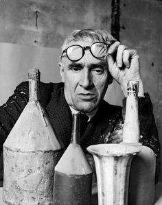 Giorgio Morandi in his studio, Bologna 1953 © Herbert List Estate, Magnum Photos Italian Painters, Italian Artist, Artist Art, Artist At Work, Inspirer Les Gens, Studios D'art, Herbert List, Found Art, Magnum Photos