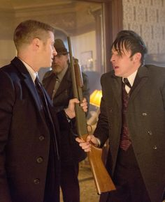 Gotham 1x18 Everyone Has A Cobblepot