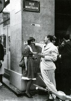 Artists Niki de Saint Phalle with Jasper Johns, in Paris. Adore this pic.