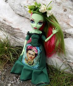 Dear Frida dress and flowers crown for MH and EAH by DollsThell