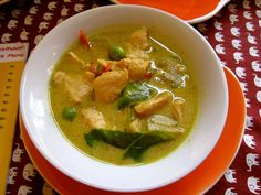 A quick overview of the differences between the thai curries you will find in Thailand