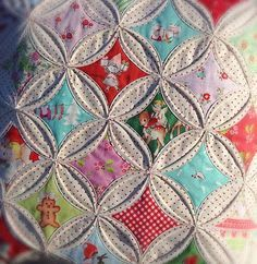 lovely little handmades: cathedral windows pillow tutorial. looks like a lot of work but they sure look awsum! Quilting Tutorials, Quilting Projects, Quilting Designs, Quilting Ideas, Cathedral Window Quilts, Cathedral Windows, Hand Quilting, Machine Quilting, Geometric Patterns