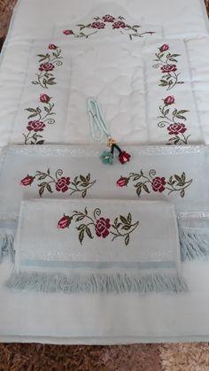 Takım Cross Stitch Rose, Cross Stitch Borders, Cross Stitch Charts, Cross Stitch Designs, Cross Stitch Patterns, Hand Embroidery Flowers, Crewel Embroidery, Cross Stitch Embroidery, Embroidery Designs