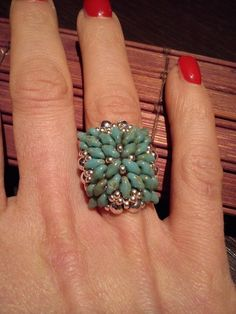 """ Grace"" - superduo flower ring ~ Seed Bead Tutorials"