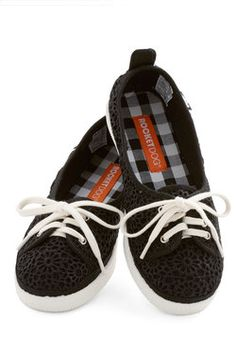 Walk of the Town Flat in Black_Mod Cloth_39.99