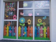 Classroom Window Decorations, Classroom Wall Decor, Classroom Crafts, School Decorations, Balloon Crafts Preschool, Daycare Crafts, Paper Snowflake Designs, Diy And Crafts, Crafts For Kids