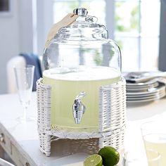 Getränkespender aus Glas im weißen Weidenkorb. Mit Zapfhahn. Ca. 41 x 25 x 25 cm.    Bestellnummer: 5293324    € 69,95