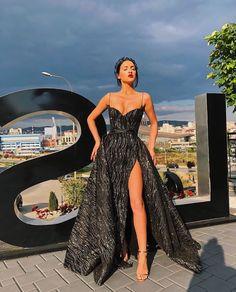 Vestidos que tienes que usar en la boda de tu ex novio Elegant Dresses, Pretty Dresses, Beautiful Dresses, Classy Gowns, Amazing Dresses, Ball Dresses, Ball Gowns, Long Dresses, Dress Long