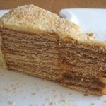 Going to have a party and want to prepare a different and special cake? This delicious creamy wafer cake flavored with coffee, has excellent. Portuguese Desserts, Portuguese Recipes, Food Cakes, Marie Biscuit Cake, Baking Recipes, Cake Recipes, Gateaux Cake, Cake Flavors, Homemade Cakes