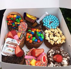 donuts, food, and chocolate image Sweet Recipes, Snack Recipes, Dessert Recipes, Snacks, Fast Recipes, Dessert Food, I Love Food, Good Food, Yummy Food