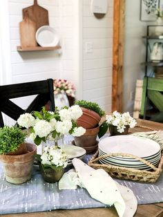 Are you looking for a themed summer tablescape idea? Here is a simple garden party summer tablescape that is effortless and beautiful. Farmhouse Style, Farmhouse Decor, Antique Farmhouse, Farmhouse Ideas, Vintage Market Days, Painting Shower, Tuscan Decorating, Cottage Decorating, Decorating Ideas