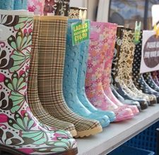 how to paint rubber boots-