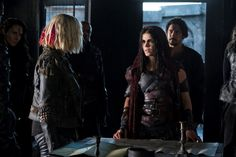 """Clarke Griffin, Octavia and Bellamy Blake in """"Shifting Sands"""" 5x05."""