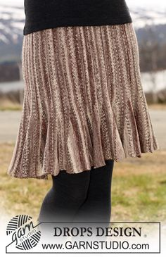"""DROPS nederdel i """"Fabel"""" strikket fra side til side med forkortede pinde. Str S - XXXL Gratis opskrifter fra DROPS Design."""