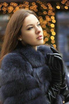 women in long leather gloves & fur Fur Coat Fashion, Gloves Fashion, Leather Fashion, Women's Fashion, Black Fur Coat, Black Leather Gloves, Real Leather, Long Gloves, Women's Gloves