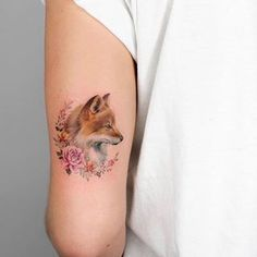 Fox and flowers inked on the back of the left upper arm by Iris Tattoo Gorgeous Tattoos, Cute Tattoos, Unique Tattoos, Flower Tattoos, New Tattoos, Body Art Tattoos, Small Tattoos, Tatoos, Cute Animal Tattoos